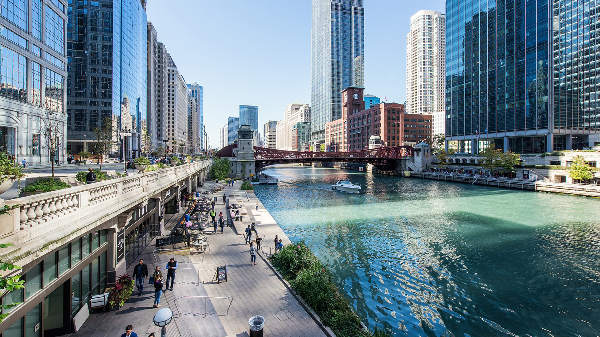 Chicago s Riverwalk. Photo by Angie McMonigal.